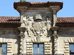 AVILES - EL PALACIO DE CAMPOSAGRADO - ESCUDO (mflinera) Tags: aviles asturias palacio de camposagrado escudo arquitectura