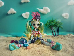 I found my treasure (Linayum) Tags: lagoonablue lagoona mh monsterhigh monster mattel doll dolls muñeca muñecas toys toy juguetes juguete diorama summer beach linayum