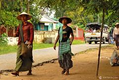 11-10-04 01 Myanmar (702) O01 (Nikobo3) Tags: asia myanmar birmania burma mandalay culturas color social people gentes portraits retratos travel viajes nikon nikond200 d200 nikon7020028vrii nikobo joségarcíacobo