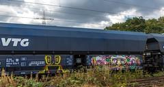 08_2018_08_11_Gelsenkirchen_Bismarck_0037_026_AKIEM_mit_Falns_➡️_Bottrop_Süd (ruhrpott.sprinter) Tags: ruhrpott sprinter deutschland germany allmangne nrw ruhrgebiet gelsenkirchen lokomotive locomotives eisenbahn railroad rail zug train reisezug passenger güter cargo freight fret gelsenkirchenbismarck bismarck akiem db vtg 0037 0640 rb43 bottrop dorsten dortmund kohlependel logo natur outdoor graffiti