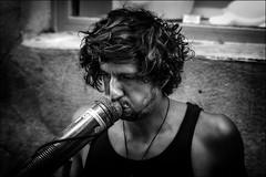 Déviation nasale (vedebe) Tags: portraits portrait rue street city ville homme humain human people musique noiretblanc netb nb bw monochrome