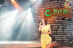 Bao Anh at Trixie Cafe Lounge (trixiecafelounge) Tags: baoanh singer artist stage performance beautiful flash light music muzic cafe lounge trixie trixiecafelounge hanoi vietnam amazing moments feeling