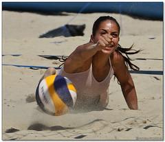 Volley Playa - 103 (Jose Juan Gurrutxaga) Tags: file:md5sum=0ab0b4dc790e5f412569d5d1b6d4ea8c file:sha1sig=856a81106d9af84f0b28cc21e9490053bb82b32a volley playa beach hondartza boleibol voleibol semana grande zurriola donostia