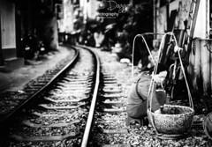 0S1A7693 (Steve Daggar) Tags: hanoi trainstreet vietnam street candid