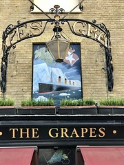 The Grapes Pub, Oxford Street, Southampton (John D McDonald) Tags: thegrapes oxfordstreet england britain greatbritain wessex geotagged iphone iphone7plus appleiphone appleiphone7plus