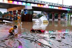flood and mud (DOLCEVITALUX) Tags: flood debris damage calamity typhoon monsoon lumixlx100 panasoniclumixlx100 panasoniccameras philippines stranded