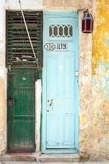 Doors Of Havana No. 4 (TablinumCarlson) Tags: amerika america karibik caribbean sea gulf atlantic ocean cuba republic antilles havanna havana habana leica kuba m m240 summicron tür door entry white old alt 110 vieja 50mm blau grün blue green verde azur