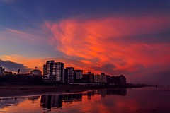 The orange moment. (Wal Wsg) Tags: theorangemoment elmomentonaranja argentina provinciadebuenosaires mardeajo orange naranja cieloargentino cielonaranja orangesky nubes nube cloud clouds atardece atardecer sunset ocaso sunlight sunrise argentinamardeajo phwalwsg photography photo foto fotografia dia day magico magic canoneosrebelt3 canon