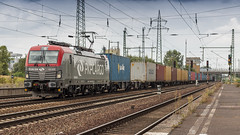 PKP Cargo 193 509 storming through Schönefeld Bahnhof (Nicky Boogaard) Tags: schonefeldbahnhof guterzug bahnhofberlinschönefeldflughafen baureihe br193 vectron pkp pkpcargo 193509 eu46509