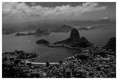 Rio de Janeiro - Brasil (Claudio Arriens) Tags: riodejaneiro pb bw brasil canoneos40d landscape cidade vista city guanabara praia