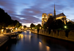Blue hour Notre Dame, Paris (kalakeli) Tags: paris france juli july 2018 seine riverseine rivers flüsse water wasser longexposure langzeitbelichtung notredame kirchen churches bluehour blauestunde 40secs