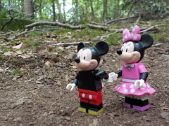 Love in the woods (Mouse) (Lego Custom Zone) Tags: lego minifigure toy forest love dating mickey minnie mouse tree date minifigs toys disney rat wood