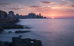 Sunset in Havana (kuhnmi) Tags: havana havanna habana cuba kuba sunset sonnenuntergang sun sonne sea meer coast küste malecon skyline clouds cloudy bewölkt wolken longexposure langzeitbelichtung landscape landschaft cityscape stadtlandschaft traveling reisen reisefotographie travelphotography horizon horizont