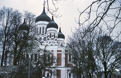 Tallinn, January 2018 (rixo.hmnby) Tags: 35mm film analog analoglove tallinn estonia visitestonia travel winter snow white faded noise thirtyfivemilimeter staypoorshootfilm kitsch towers cathedral ortodox church russian religion sight tourism