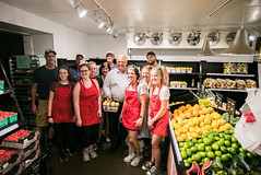 Visit to Bennett's Apples and Cider | 2018-08-16 (Premier of Ontario Photography) Tags: premier premierofontario première provincial province premièreministre ontario ontariogovernment ontariopremier local business farm stores dougford doug ford forthepeople ancaster