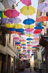 Arona, Luglio 2018 (sirio174 (anche su Lomography)) Tags: arona lago lake lagomaggiore gita estate summer italia italy ombrelli umbrellas