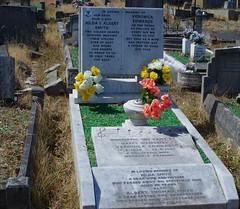 The family grave of Hilda and Albert Smith (IanAWood) Tags: bringoutyourdead cemeteryclub cemeteryparks citiesofthedead graveyards headstonehunting hounslow hounslowburialboard hounslowcemetery lbofrichmond londonnecropolis londonsdead londonsvictoriancemeteries nikkorafs58mmf14g nikondf walkingamongstthedead walkingwithmynikon