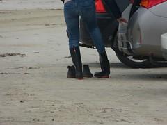 Preparing for beach walk in wellies (willi2qwert) Tags: wellies wellingtons women wasser wet water wave watt beach gummistiefel gumboots girl gummistövlar regenstiefel strand