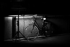 La bibi, la cycy (MEOT Youri) Tags: bnw neb noir et blanc velo street rue light lumiére contraste nuit night noiretblanc