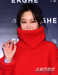 gong-hyo-jin77 (zo1kmeister) Tags: turtleneck sweater chinpusher
