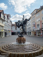 Ringerbrunnen (Stefan Beckhusen) Tags: ringerbrunnen braunschweig brunswick germany europe sculpture statue grotesque fighter fighting wrestler wrestling citycenter city town buildings architecture lifestyle color sunny day