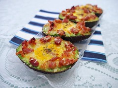 Baked Eggs in Avocado with Bacon (Blackswanst) Tags: eggs breakfast avocado baked healthy bacon easy bakedeggs
