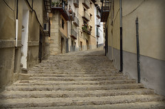 Escaleras a ninguna parte (Txemari Roncero) Tags: escaleras stairs urbana calle pueblo castellón morella españa arquitectura arquitecture nikon nikond7000 tokina tokina1224