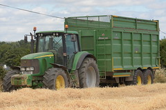John Deere 6920S Tractor with a Broughan Engineering Mega HiSpeed Grain Trailer (Shane Casey CK25) Tags: john deere 6920s tractor broughan engineering mega hispeed grain trailer jd green midleton traktor tracteur traktori trekker trator ciągnik harvest grain2018 grain18 harvest2018 harvest18 corn2018 corn crop tillage crops cereal cereals golden straw dust chaff county cork ireland irish farm farmer farming agri agriculture contractor field ground soil earth work working horse power horsepower hp pull pulling cut cutting knife blade blades machine machinery collect collecting nikon d7200