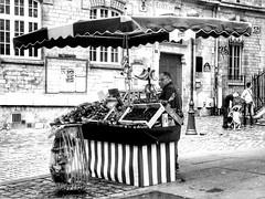 The fruit market (LUMEN SCRIPT) Tags: montmartre paris people market streetphotography monochrome