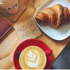 Morning vibes at Bom Bom courtesy of @hannahfarmerr 🙌😍 . #pastry #croissant #cappuccino #baristalife #specialitycoffee #latteart #bombompatisserie (bombompatisserie) Tags: loughborough cake cafe bom patisserie