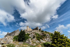 Clouds, Birds, Rock (*Capture the Moment*) Tags: 2018 clouds farbdominanz hikingtourhimmel holiday ireland irland june landscape landschaft rockofcashel sky sonya6300 sonye1018mmf4oss sonyilce6300 trip wetter wolken cloudy green grün wolkig