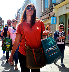 Carrolls (Owen J Fitzpatrick) Tags: ojf people photography nikon fitzpatrick owen pretty pavement chasing d3100 ireland editorial use only ojfitzpatrick eire dublin republic city tamron candid joe candidphotography candidphoto unposed natural attractive beauty beautiful woman female lady j along photoshoot street 2018 baile atha cliath dubh linn dslr digital streetphoto streetphotography shades sunglasses visage grafton crowd pedestrian carrolls bag
