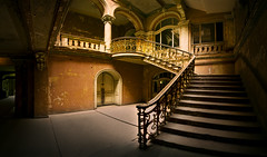 fairytale castle (6) (david_drei) Tags: lostplace decay abandoned lost schloss castle stairs staircase treppe treppenhaus märchenschloss panorama nodalpunkt