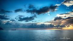 Wunderschön.. (cornelia_auguste) Tags: abendstimmung abendstunde abendlicht abenddämmerung abendhimmel abendsonne corneliaauguste colour einzigartigkeit farbenspiel farben himmel himmelsstimmung himmelsfarben lichtstimmung light moment meer nature natur outdoor skyline sonnenuntergang sunset wasser wolkenstimmung water wolkenbildung ozean