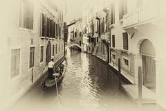_DSC9643 (fjsmalaga) Tags: venecia bn gondola agua canales puente italia