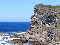 cliff top hut (Poytr) Tags: avalonbeach nsw sydneyaustralia newportformation baldhillclaystone pacificocean tasmansea triassic hut sea water