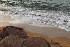 Lumière du soir sur les granits (Noemie.C Photo) Tags: lumière light granits rochers rock mer sea ecume plage beach sable sand littoral cote costa soir soon