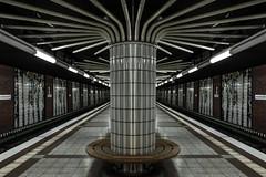 U-Bahnhof Niendorf-Nord (Elbmaedchen) Tags: ubahnhof hamburg u2 endhaltestelle architektur architecture metro station railway säulen linien lines niendorfnord niendorf