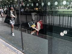 Communicating/Eating (Alistair-Hamilton) Tags: reflection window london gallery tatemodern street