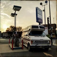 Il ne reste plus qu'à faire le plein... (woltarise) Tags: dodge van garage essence fermé matin tôt soleil lumière hipstamatic iphone7
