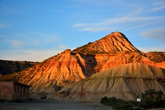 BAJANDO EL SOL (alfredo2057) Tags: alfredo azul senderismo sol nikon luz lineas color monte rojo cielo navarra campo