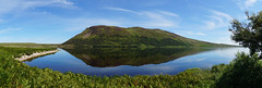 Loch Loyal (Stefan Jürgensen) Tags: srònruadh beinnstumanadh scotland ruadh stumanadh loch lake reflection bluesky sky water mountain hill grass sony a77m2 a77 panorama 10exp