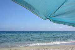 Nuances-de-Bleu (RS...) Tags: bleu blue nuances shades parasol plage beach mer sea nikon1