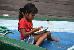 Nonchalant rice eater (josepsalabarbany) Tags: borneo kalimantan indonesia jungle wildlife tanjungputing river riu nationalpark boat klotok barca smallgirl
