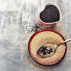 Nasiona sezamu HELIO w zdrowej diecie (mmanuals) Tags: sesame seeds white black food healthy organic natural nutrition dry condiment grain vegetarian raw spice nobody asian top view seasoning plant cereal diet eating fresh latvia