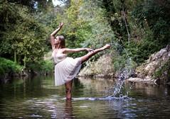 IMG_6223 (aochlesia13) Tags: danse dance calme riviere pose souplesse cora canon eos80d 50mm bokeh nature aubagne huveaune bouchesdurhone provence danseuse portrait portraiture choregraphie