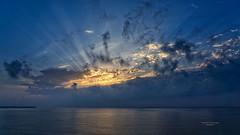 Incendiando nubes (Fotgrafo-robby25) Tags: amanecer marmediterráneo nubes sol sonyilce7rm3