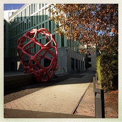 Art 2 (DaWernRulez) Tags: hipstamatic hannover kunst art skulptur sculpture rot rosa architektur