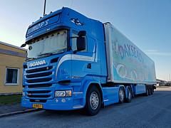 Scania R450 (Crown Edition) - MOP's - Jansen Transport Urk (Malmöstad) Tags: daf xf 105460 scania r450 106460 mops jansen transport urk holland dutch sweden swedish svensk sverige truck trailer camion lkw lastbil triple tripple parked sky euro blue parking road netherland style crown edition streamline malmö malmo