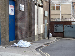 Tottenham Mews. 20180818T16-48-04Z (fitzrovialitter) Tags: peterfoster fitzrovialitter city camden westminster streets rubbish litter dumping flytipping trash garbage urban street environment london fitzrovia streetphotography documentary authenticstreet reportage photojournalism editorial captureone olympusem1markii mzuiko 1240mmpro microfourthirds mft m43 μ43 μft geotagged oitrack exiftool linearresponse